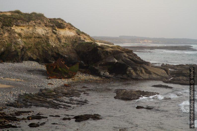 L'épave du Klemens sur la côte portugaise. Photo © Alex Medwedeff