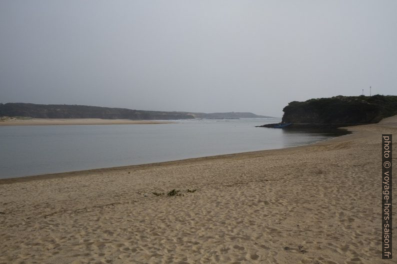 Praia da Franquia et l'estuaire du Rio Mira. Photo © Alex Medwedeff