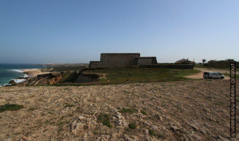 Notre Trafic et le Forte Pessegueiro. Photo © André M. Winter