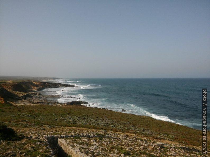 La côte entre au sud de Porto Covo. Photo © André M. Winter