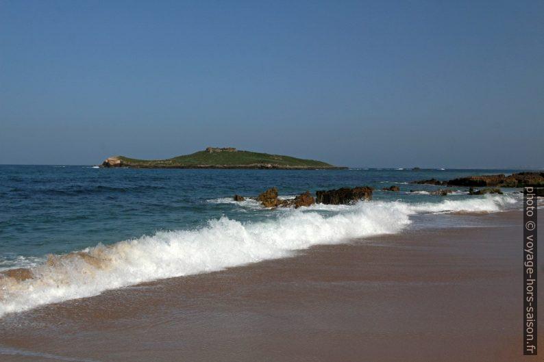 Ilha do Pessegueiro vue de la plage. Photo © André M. Winter