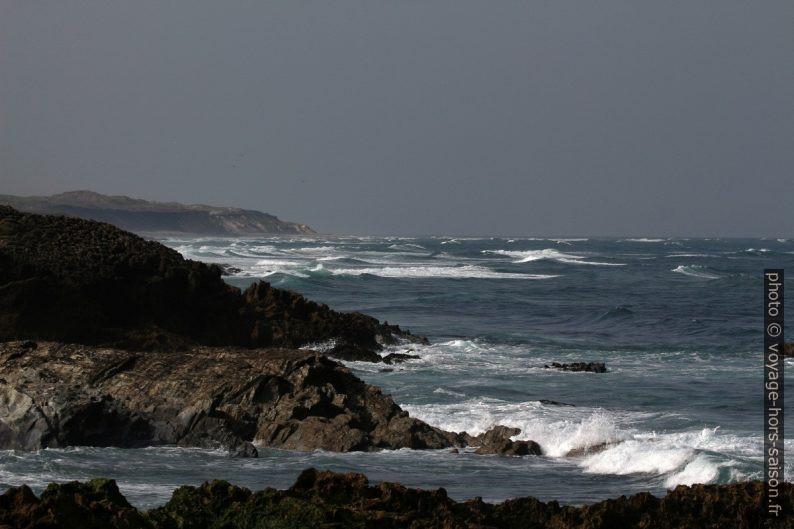 Vagues roulantes de l'Océan Atlantique. Photo © André M. Winter