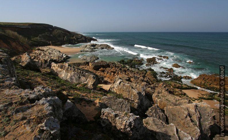 Plage directement sous le Fort de Pessegueiro. Photo © André M. Winter