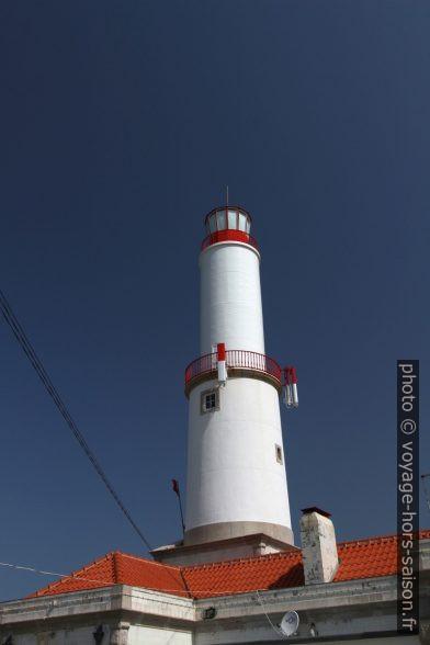 Tour cylindrique de deux étages du Phare du Cap de Sines. Photo © André M. Winter