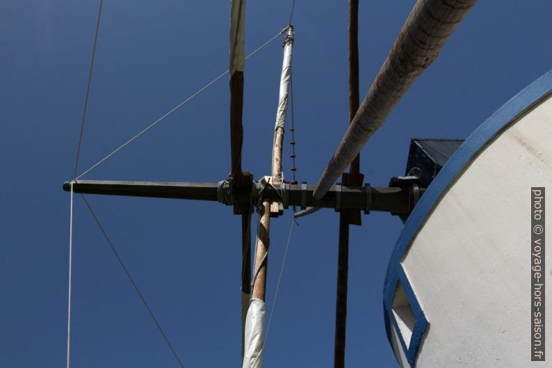Axe principal du Moinho de vento das Cumeadas. Photo © André M. Winter