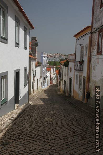 Rua do Dr. Francisco Beja da Costa. Photo © Alex Medwedeff