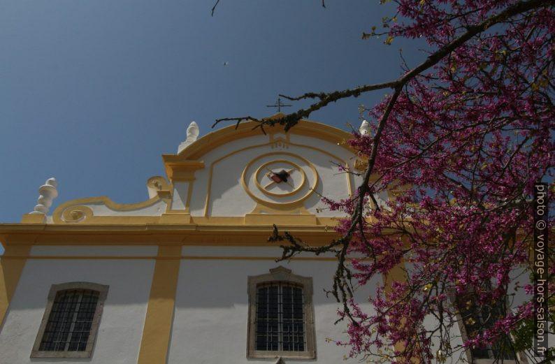 Emblème sur le fronton de la Igreja Matriz de Santiago do Cacém. Photo © André M. Winter