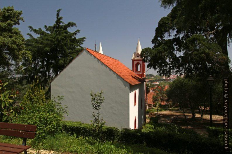 Chapelle dans le jardin du château de Santiago do Cacém. Photo © André M. Winter