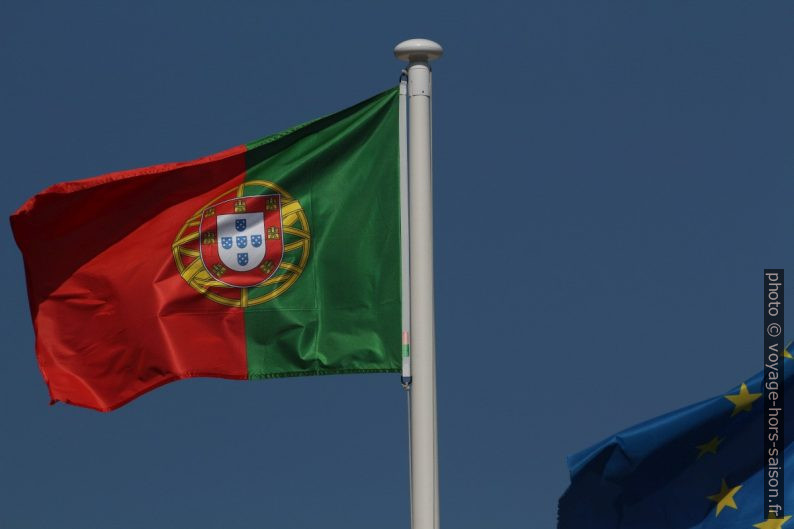 Drapeau portugais. Photo © André M. Winter