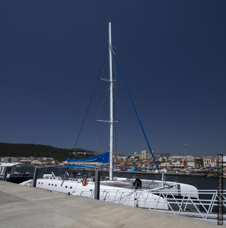 Catamaran de Vertigem Azul. Photo © André M. Winter