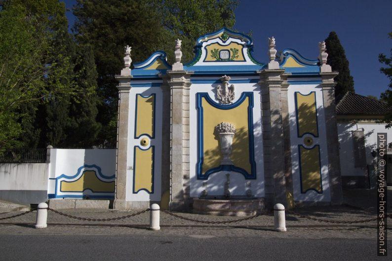 Fontaine baroque à Azeitão. Photo © André M. Winter