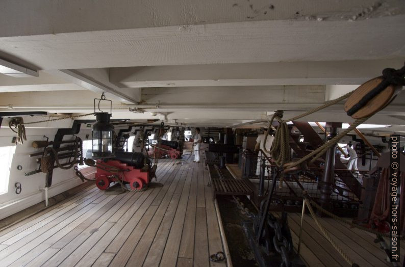 Canons sur le pont-batterie du navire Dom Fernando II e Glória. Photo © André M. Winter