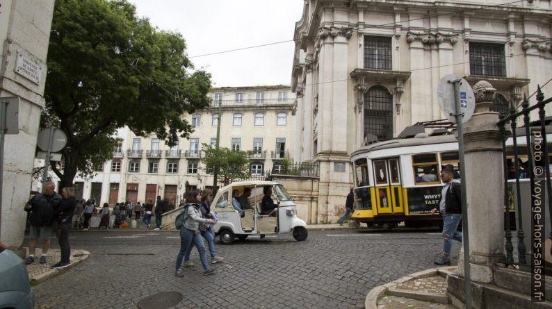 Tuk-tuk touristique à Lisbonne. Photo © André M. Winter