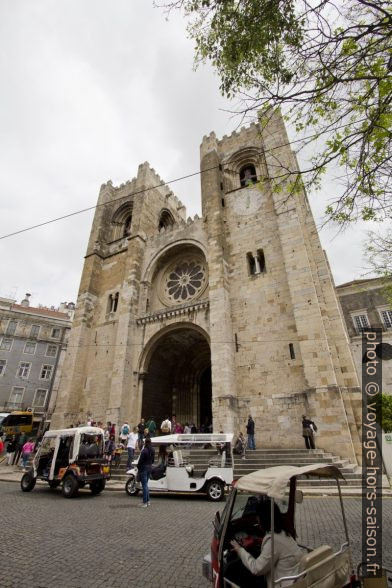 La façade de la cathédrale de Lisbonne. Photo © André M. Winter