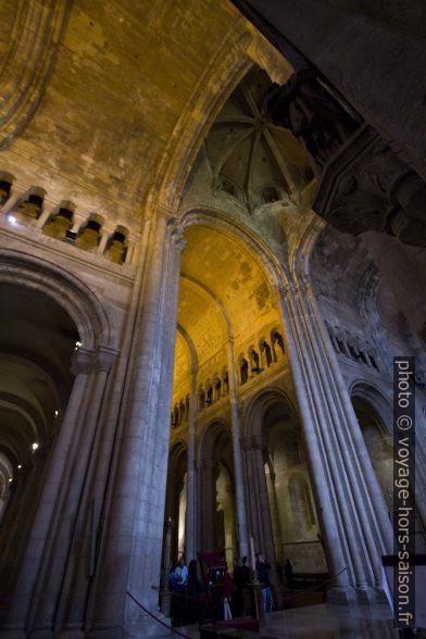 Coupole de la croisée du transept de la Sé de Lisboa. Photo © André M. Winter