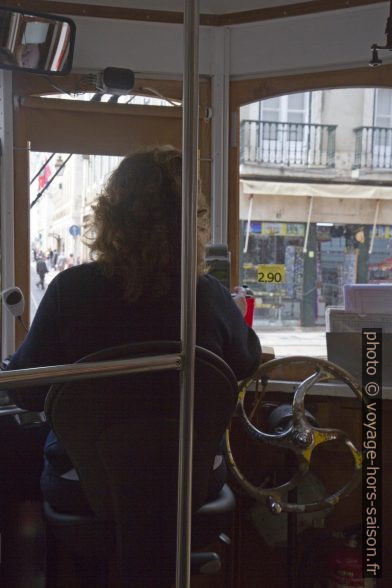 Une conductrice d'un tramway de Lisbonne. Photo © Alex Medwedeff