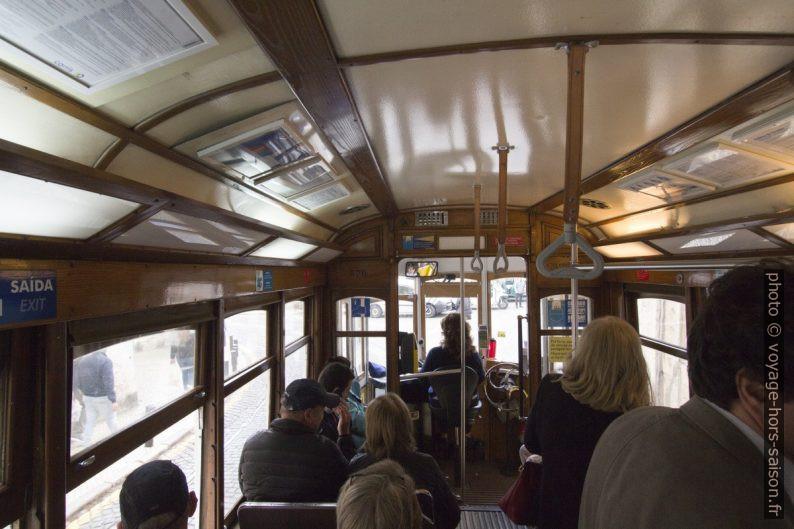 À l'intérieur de la rame 576 du tramway de Lisbonne. Photo © André M. Winter