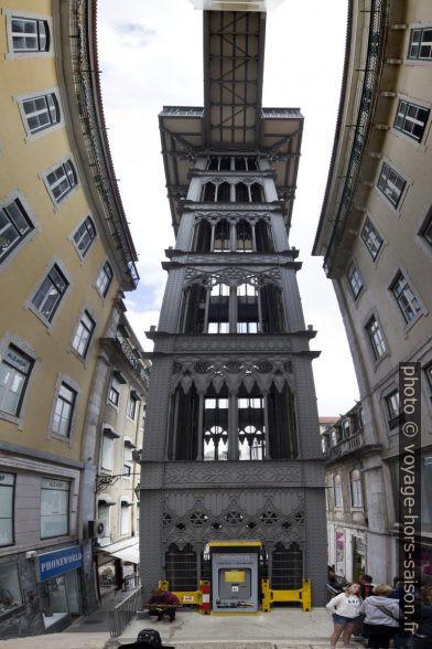 Panorama vertical de l'ascenseur Santa Justa côté Rua do Carmo. Photo © André M. Winter