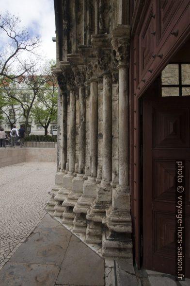 Colonnes du portail du Couvent des Carmes de Lisbonne. Photo © André M. Winter
