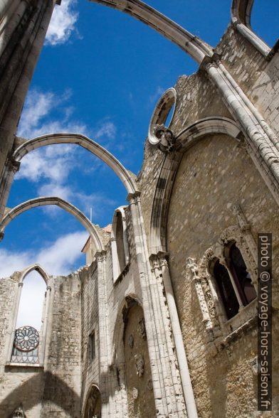 Ossature des voûtes et fenêtre manuéline du Couvent des Carmes. Photo © Alex Medwedeff