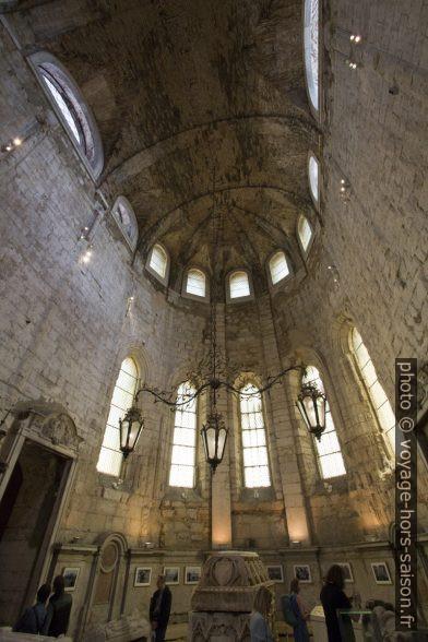 Dans le chevet conservé du Convento do Carmo. Photo © André M. Winter