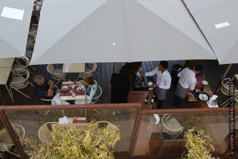 Terrasse extérieure du Café Lisboa. Photo © André M. Winter