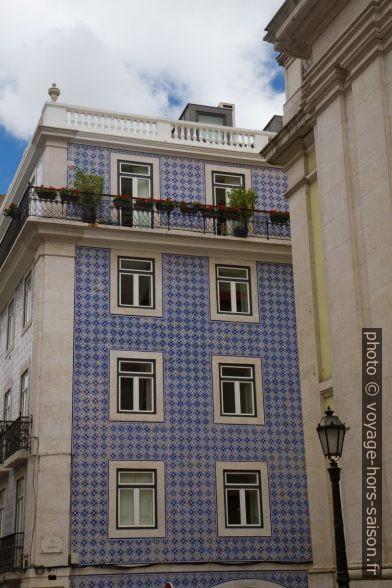 Maison avec façade de faïences bleues. Photo © Alex Medwedeff