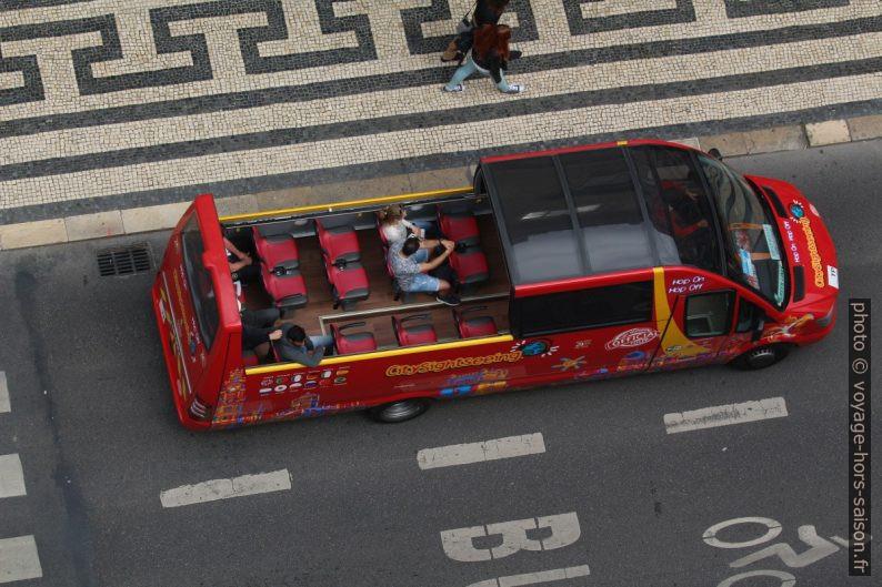 Bus touristique décapotable dans Lisbonne. Photo © André M. Winter