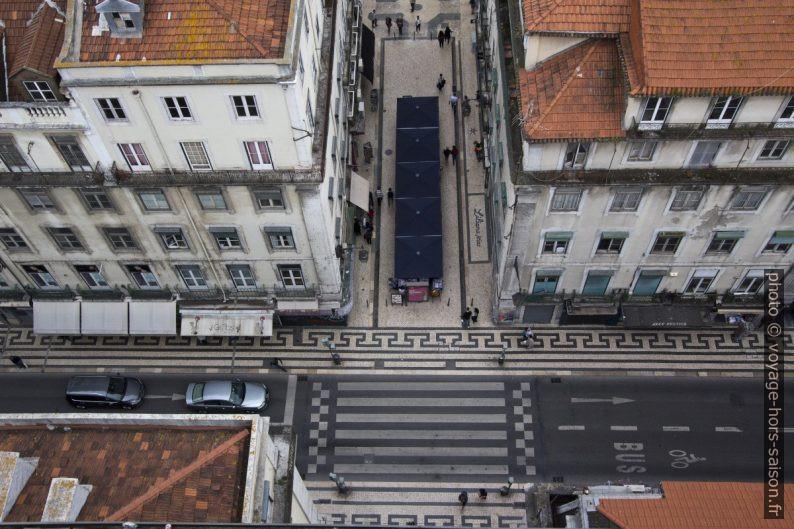 Passage piéton de la Rua Áurea devant l'Elevador Santa Justa. Photo © André M. Winter