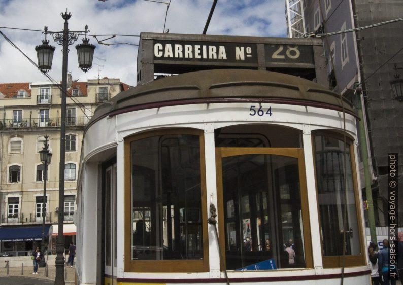 Détail de la partie arrière de la rame 564 de la ligne 28E de Lisbonne. Photo © André M. Winter