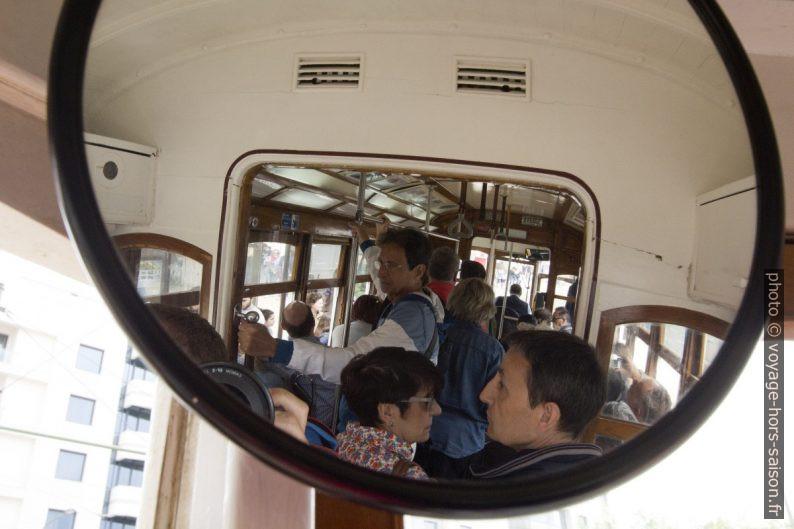 L'intérieur de la rame 567 vue par le miroir du fond. Photo © André M. Winter