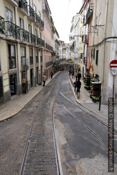 Rails utilisés et abandonnés du tram de Lisbonne. Photo © André M. Winter