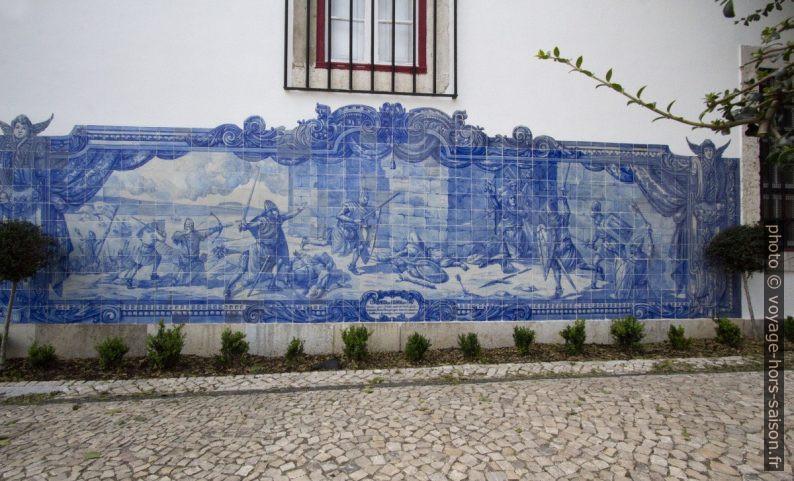 Azulejo montrant Martim Montez lors de la prise du Chateau São Jorge en 1147. Photo © André M. Winter