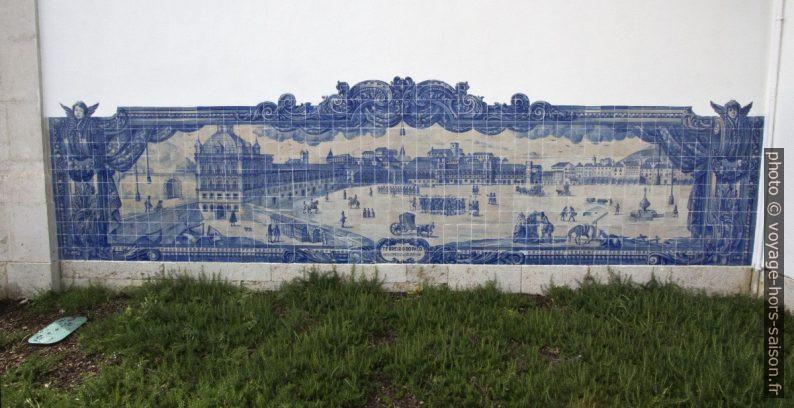 Azulejo montant le Terreiro do Paço (Praça do Comércio). Photo © André M. Winter