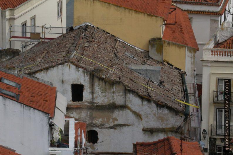 Maison en ruine en plein centre de Lisbonne. Photo © André M. Winter