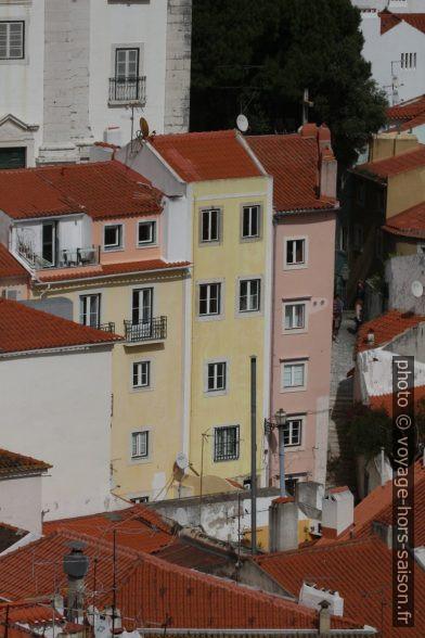 Maisons étroites de l'Alfama. Photo © André M. Winter