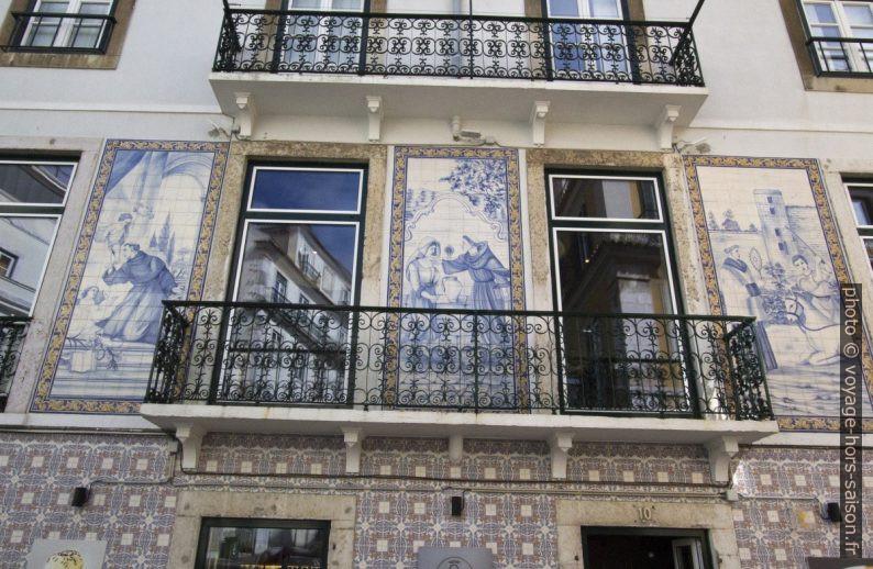 Azulejos pieux sur une maison. Photo © André M. Winter