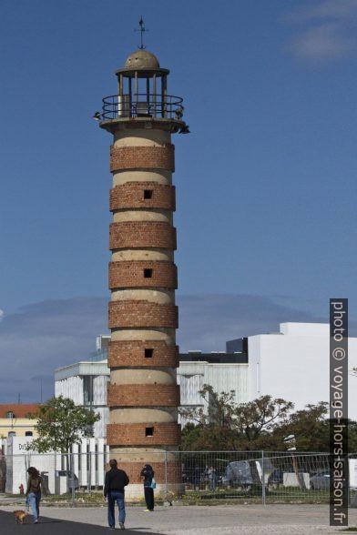 Faux phare de Belém. Photo © André M. Winter