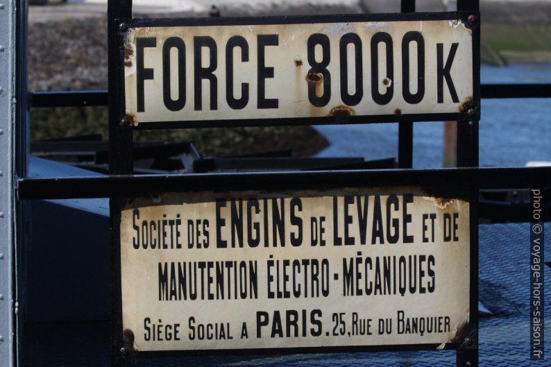 Panneau de la grue française dans le port Doca do Bom Sucesso. Photo © Alex Medwedeff