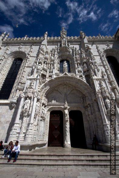 Portail manuélin au sud de l'église Sainte-Marie de Belém. Photo © André M. Winter