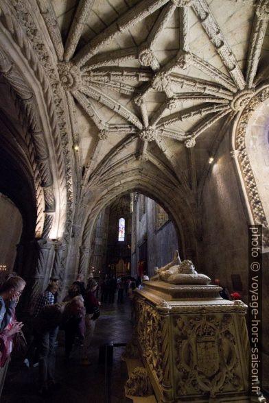 Voûte de style manuélin de l'église Santa Maria. Photo © André M. Winter