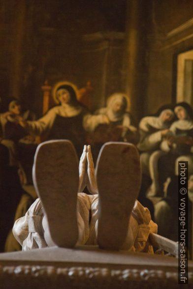 Les pieds de Luís de Camões. Photo © Alex Medwedeff