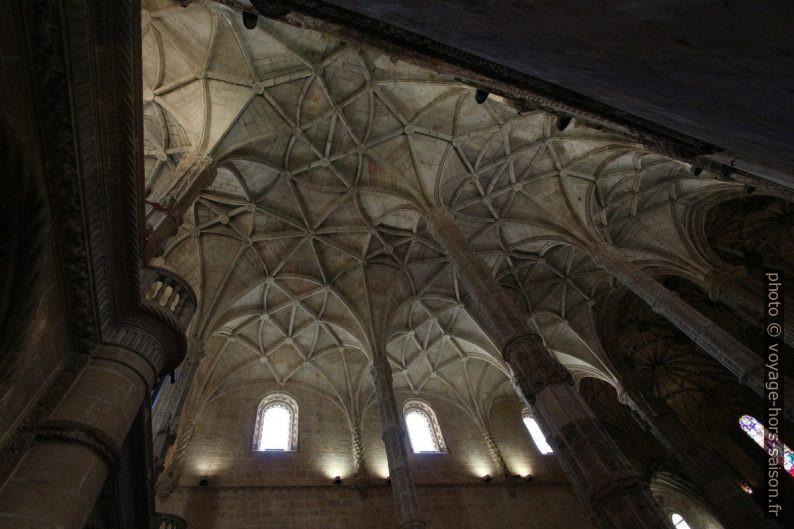 Voûte manuéline de la nef de l'église Santa Maria. Photo © André M. Winter