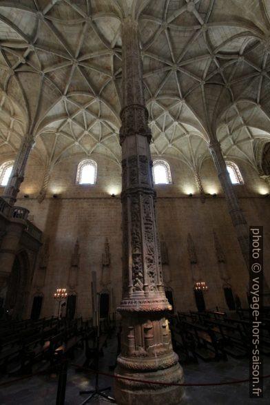 Pilier et voûte de la nef de l'église Santa Maria. Photo © André M. Winter