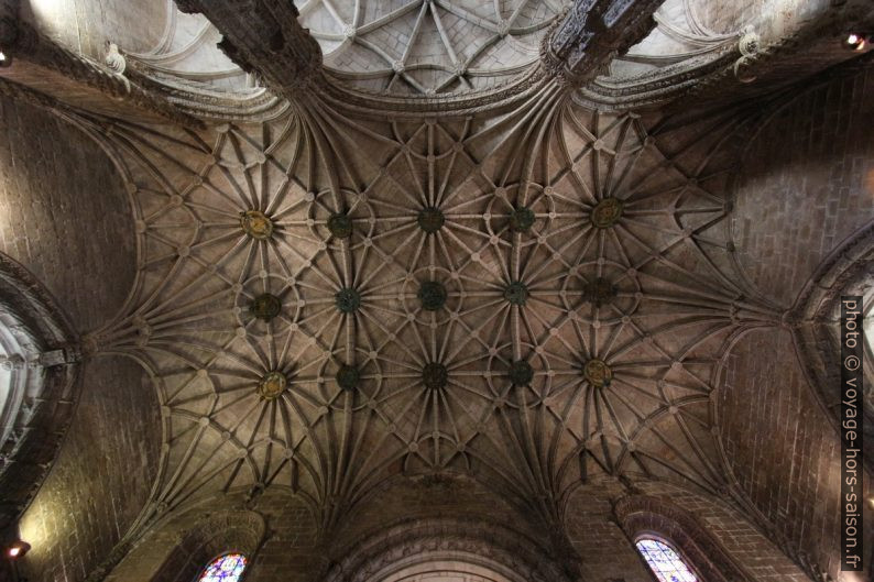 Vue verticale de la voûte de la nef de l'église Santa Maria. Photo © André M. Winter