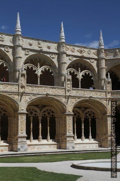 Les deux étages différents du cloître du Monastère des Hiéronymites. Photo © Alex Medwedeff
