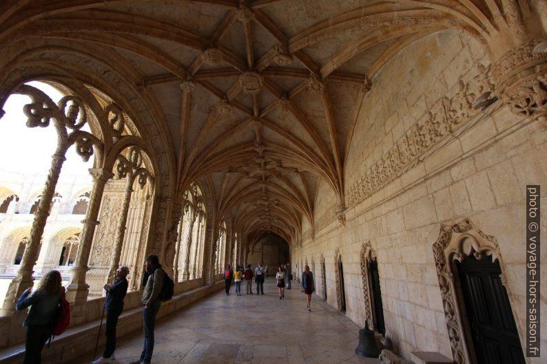 Voûte de l'étage inférieur du cloître du Monastère des Hiéronymites. Photo © André M. Winter