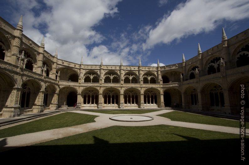 Cloître du Monastère des Hiéronymites. Photo © André M. Winter