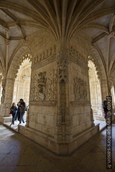 Coin intérieur du couloir bas du cloître du Mosteiro dos Jerónimos. Photo © André M. Winter
