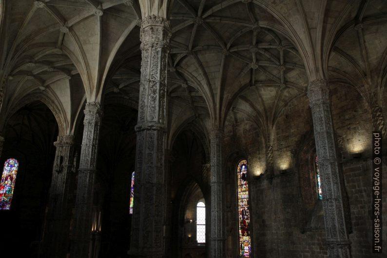 Piliers de la nef de l'église Santa Maria. Photo © Alex Medwedeff